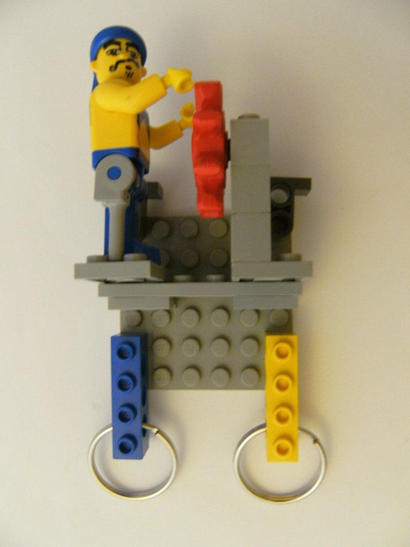 schlüsselbrett aus lego steinen mit 1 schlüsselanhänger, pirat