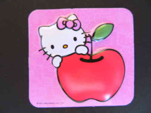 Hello Kitty mit Apfel